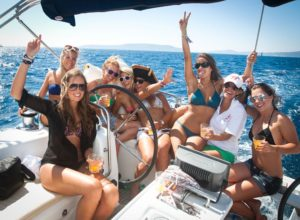 Una barca tutta per voi, il Lago di Garda, Desenzano, Sirmione e Peschiera e la festa di addio al nubilato sarà di sicuro successo.