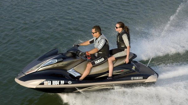 Noleggio moto d 39 acqua lago di garda feste in barca lago for Noleggio di cabine per lago