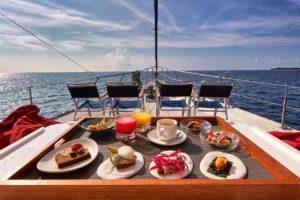 Brunch in barca lago di Garda